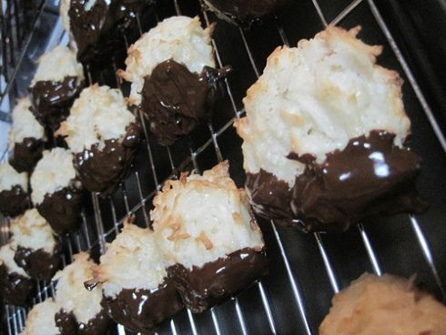 chocolate-dipped meringues | Desserts | Pinterest