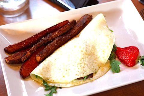 egg white omelet with goat cheese, mushrooms, & arugula YUMMI