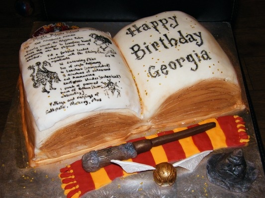 Cake Harry Potter Book : Spell Book Harry Potter cake. Awesome Cakes Pinterest