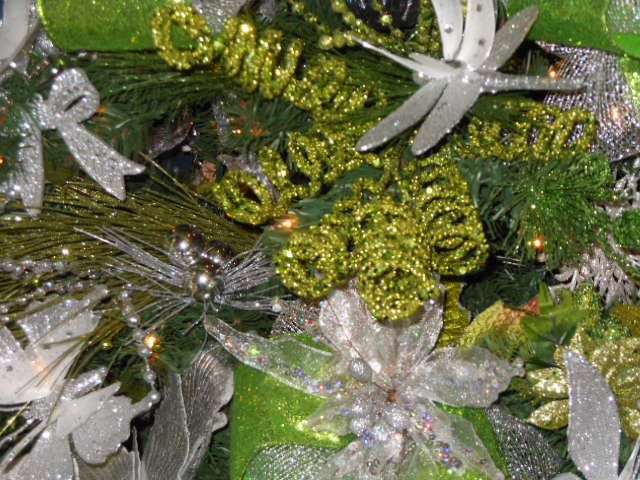 Close Up of Lime Green & Silver Tree | Christmas Tree Ideas | Pintere ...: pinterest.com/pin/463730092852512140