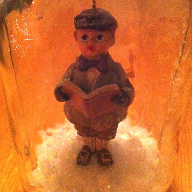 DIY Victorian caroler snow globe