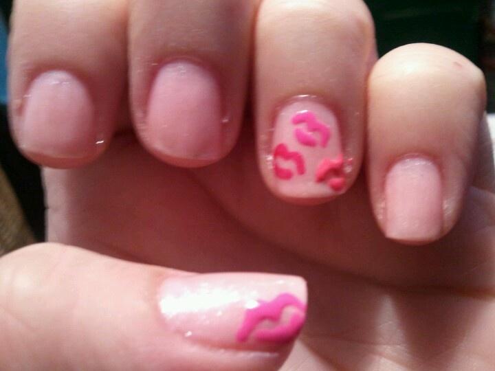 valentine kisses nails