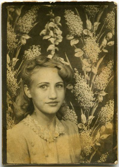 Why don't photo booths have backgrounds like this anymore?   Vintage Photo Booth Picture
