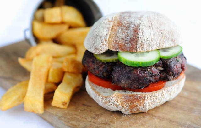 Venison burger with homemade chips | Recipe