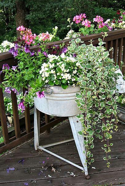 Beaautiful washtub planter flea market gardening pinterest for Old wash tub planters