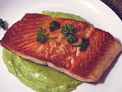 Pan Seared Salmon with Avocado Remoulade | yummy | Pinterest
