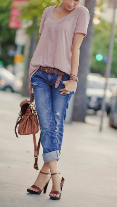 Fall style for women. Boyfriend jeans