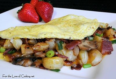 Omelette with Potatoes, Mushrooms, Bacon, Green Onions, and Cheddar ...