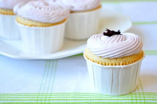 Delicious recipe for honey lemon and lavender cupcakes. Very elegant ...