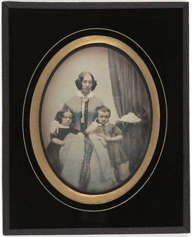 "Unknown, ""Ernestine avec ses enfants: André et Alice (Ernestine with Her Children: Andre and Alice)"" (n.d.)"