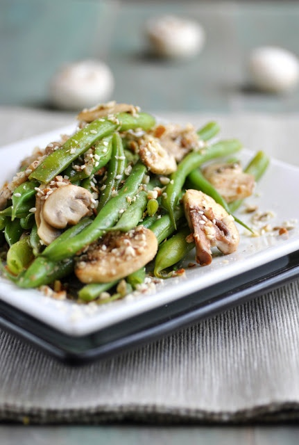 Dukkah spiced green beans with mushrooms - with almonds, sesame seeds ...