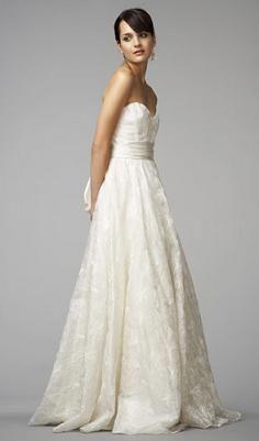 So elegant!! Love this dress!