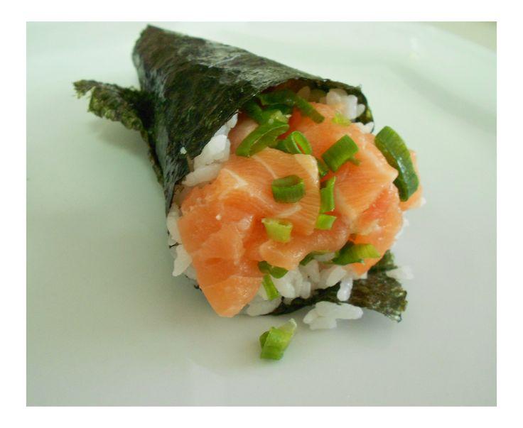 Salmon Hand Roll Sushi Temaki de Salmão | Lab Culinário | Food Lab ...