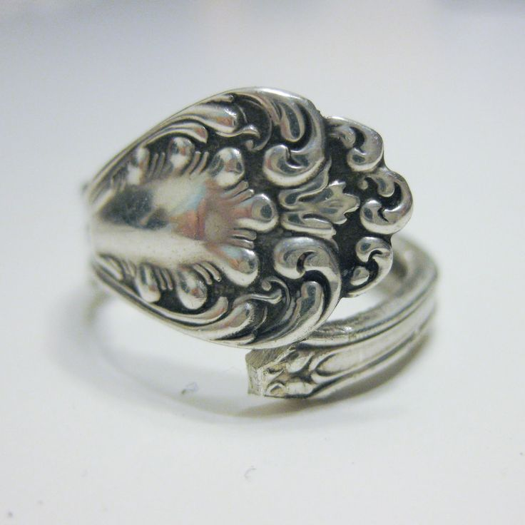 Spoon Ring Tutorial from Through the Front Door  http://kirstenerickson.blogspot.com/2011/12/spoon-ring-tutorial.html