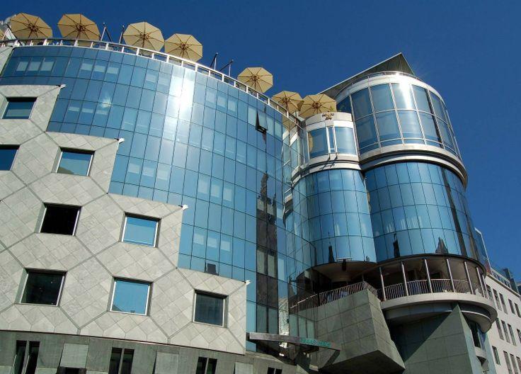 Post modern architecture by hans hollein post modern for Architecture post moderne