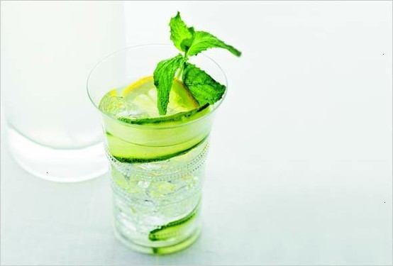 lemon cucumber gin fizz. | Drinks | Pinterest