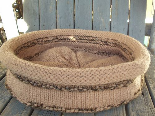 Cat Bed Knitting, yarn, stitches, tutorials & a bit of crochet Pi?