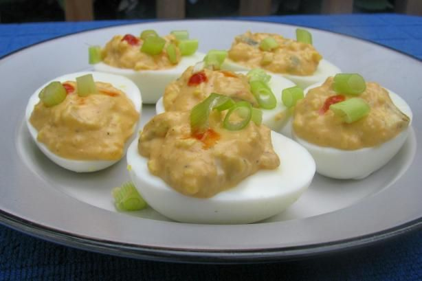 Sriracha Deviled Eggs -- for premeal noshing. This recipe is a good ...