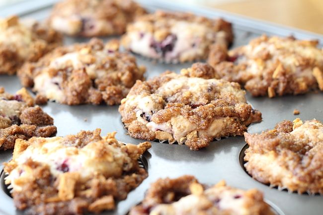 buttermilk blackberry crumble muffins from @Scarletta Bakes