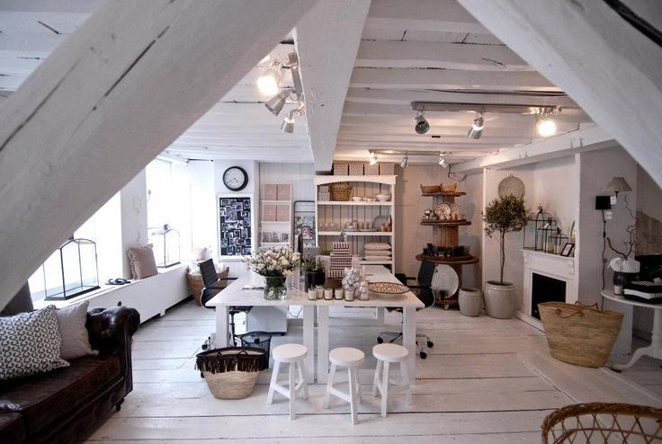 A vidéki otthon: Egy tetőtéri galéria..