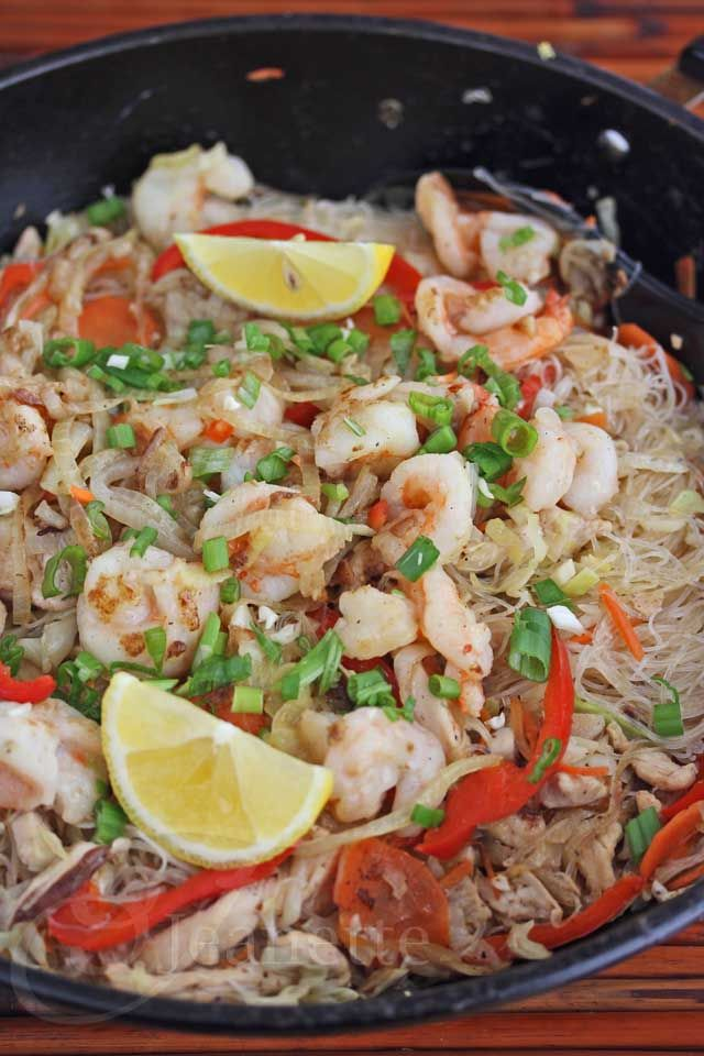 Stir Fry Rice and Mung Bean Noodles with Shrimp, Chicken and Vegetabl ...