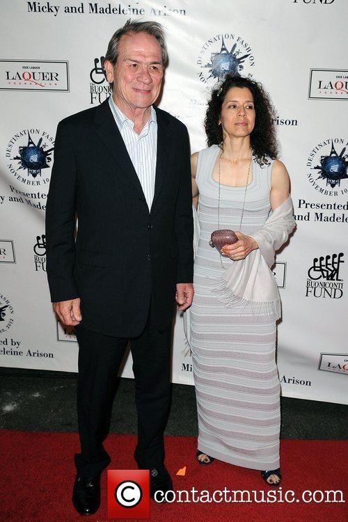 Tommy lee jones wife dawn