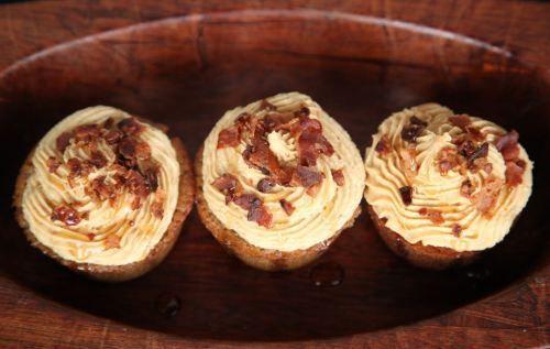 Banana Peanut Butter Bacon Cupcakes | Desserts | Pinterest