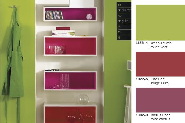 Valet De Chambre Bois Design : and saturated colours create a vibrant atmosphere Des couleurs