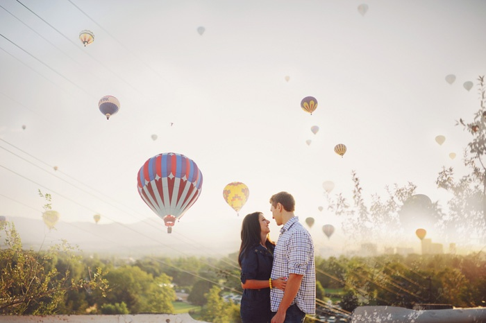 Unique love shoot with pretty hot air balloons in the background