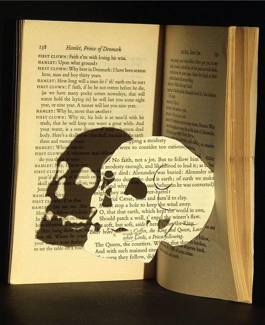 Hamlet skull rochelle donald skull things pinterest for Books with art projects