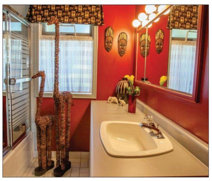 Pin by amy 39 s world on safari bathroom pinterest for African bathroom ideas