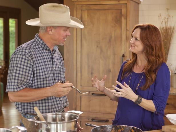The pioneer woman behind the scenes with ree drummond for Pioneer woman ree drummond husband