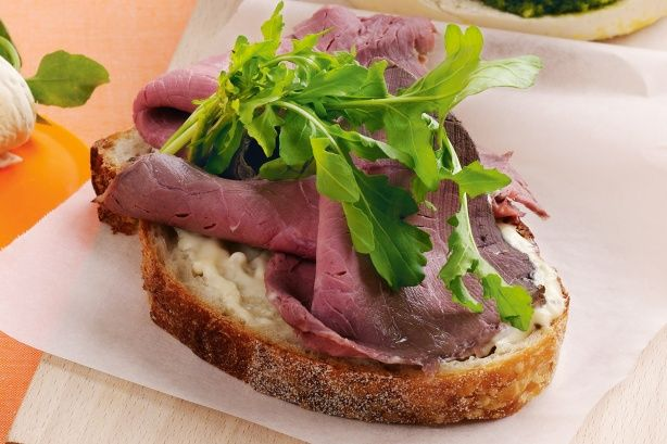 Rare roast beef and rocket (or lettuces) sandwich with horseradish ...