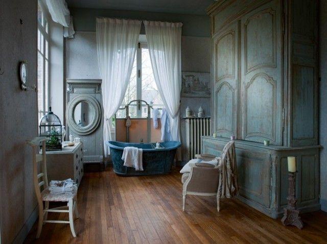 Des salles de bains de charme for Maison classique deco