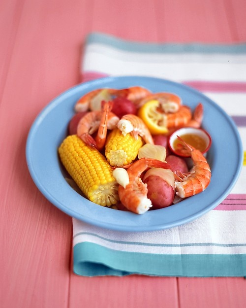 Shrimp boil with corn and potatoes. Such a classic and so good ...