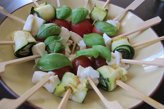 Chach's OMG: Healthy yummy zucchini and feta cheese bites & mozzarell...