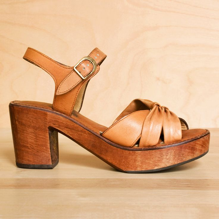 wood sandals 8 vintage 1970s fawn leather solid wood