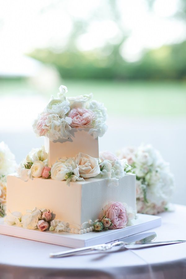 Square Wedding Cake With Fresh Flowers Photography By Http Www