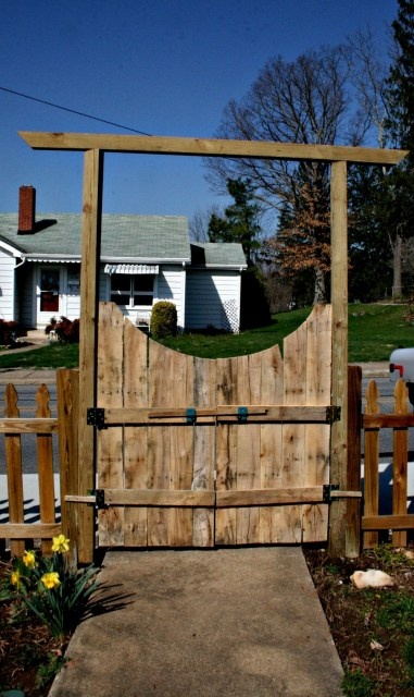recycled pallet gate!