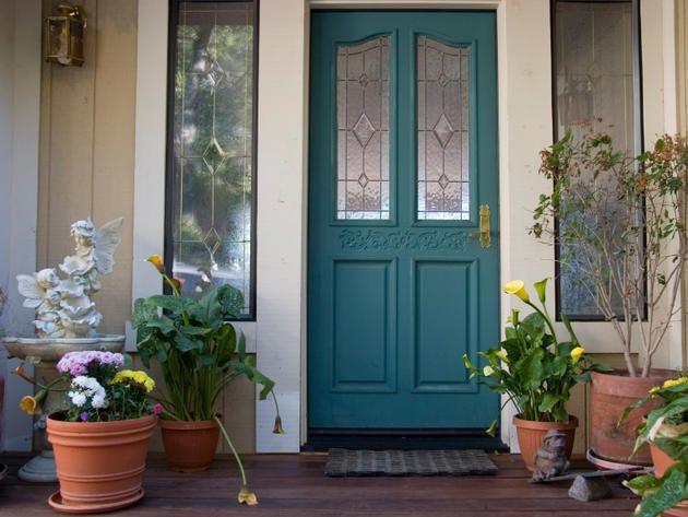 Front door feng shui staging tips for Plants for front door feng shui