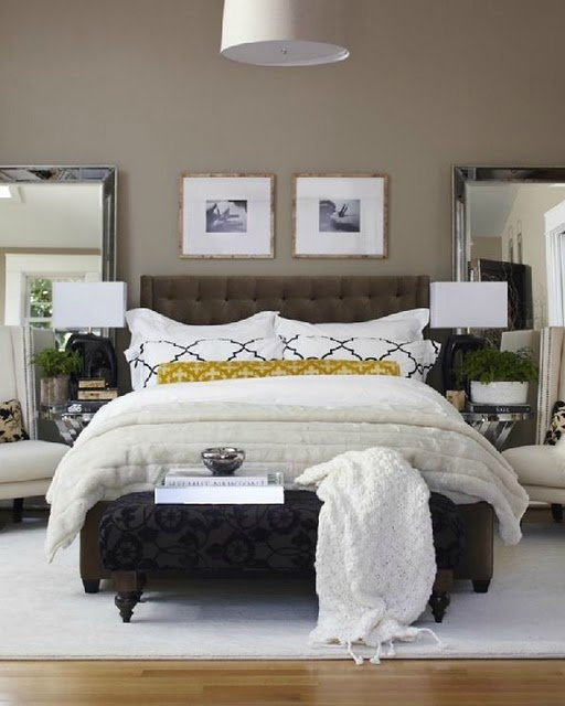 This is a comfy room!