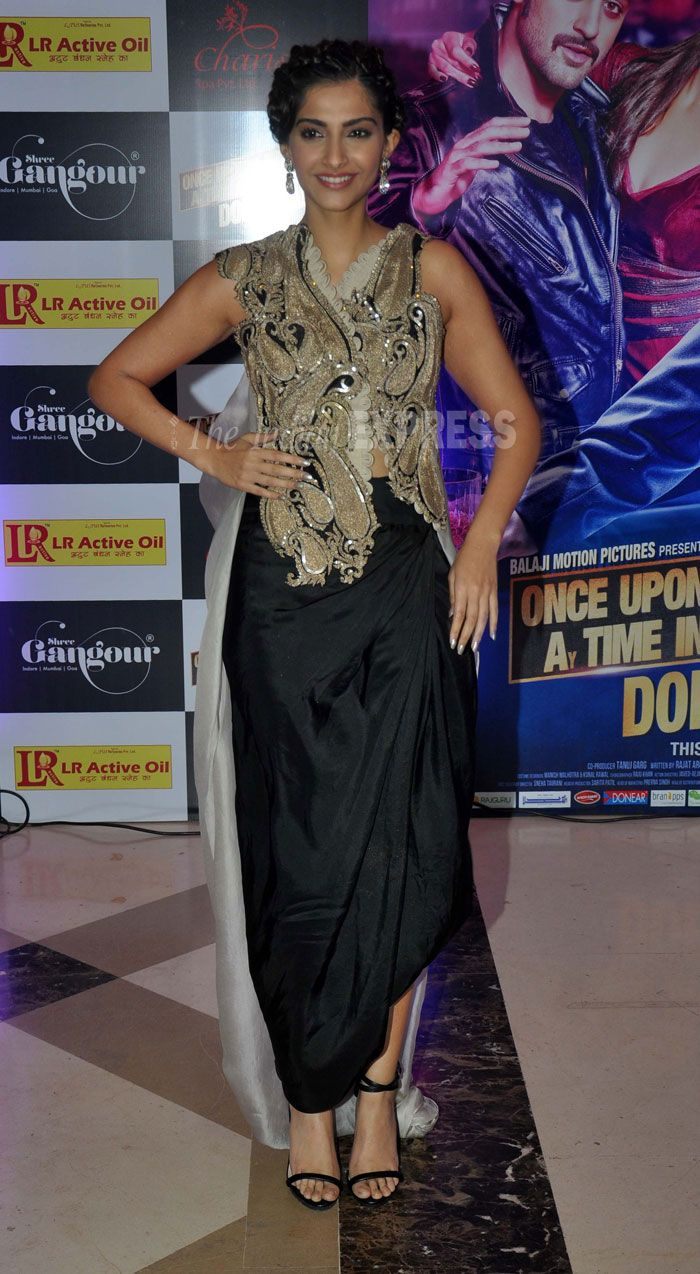 Stylista Sonam Kapoor in an Anamika Khanna dress at Ekta Kapoor's Iftar  in Mumbai, Aug 07  (Photo: Varinder Chawla)