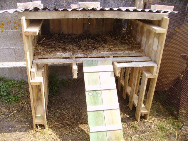 fabriquer une cabane pour 2 poules. Black Bedroom Furniture Sets. Home Design Ideas