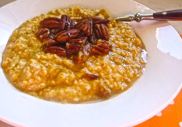 Easy pumpkin spice oatmeal with quick cooking oats