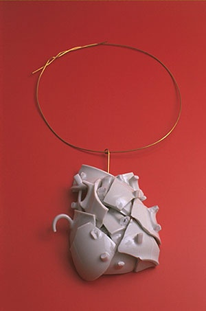 Ted Noten  Necklace: After 21 cups of coffee-chain 2003  18 kt gold, porcelain  27 x 12 x 5 cm