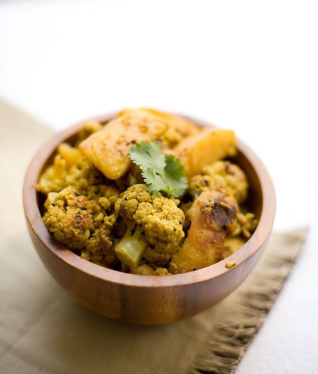 Aloo Gobhi (potato & cauliflower) | Yummy Looking Foods & Drinks | Pi...