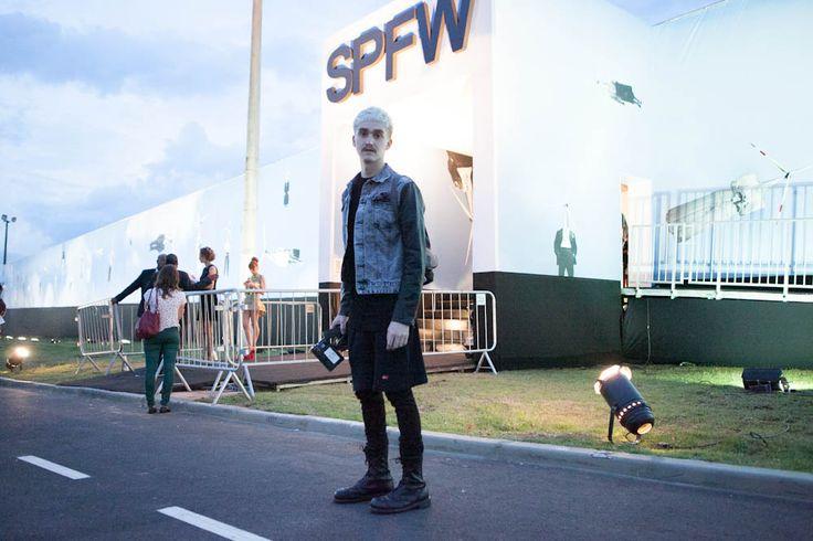 Veja nossa seleção de looks das pessoas que passaram pelo primeiro dia de SPFW Verão 2014/15! Fotos: ©Tathiana Yumi Kurita
