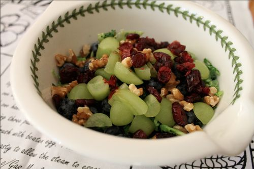 Kale salad with fruit and nuts | Happy Tummy Healthy Body | Pinterest