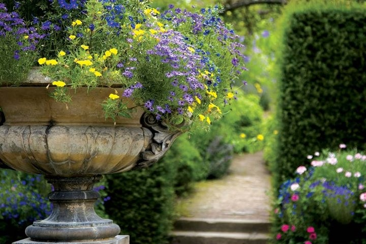 neoclassic garden elements