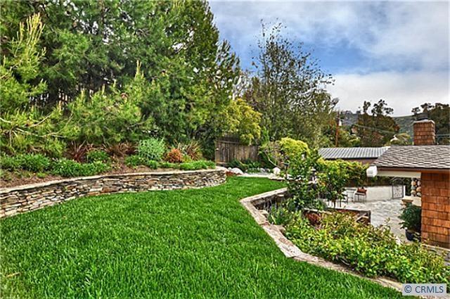 Two Tiered Backyard : Backyards
